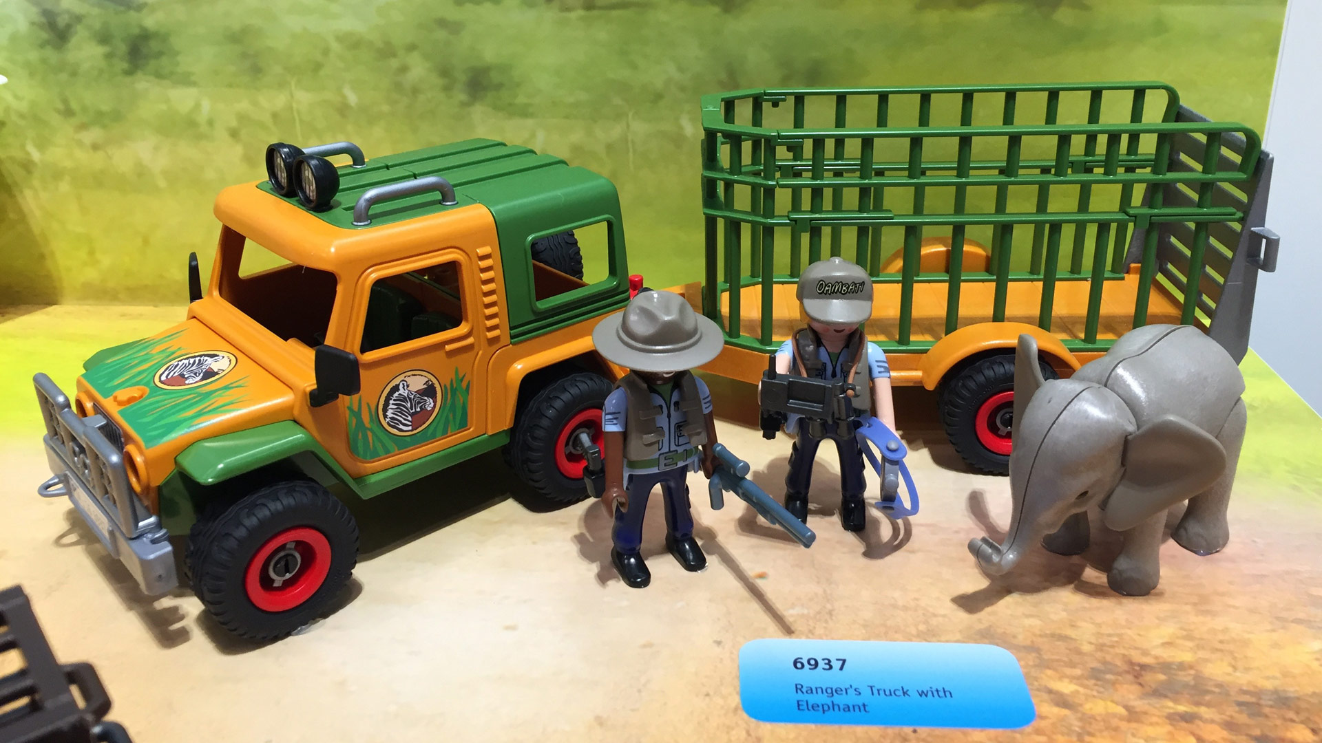 Playmobil Wildlife Set 6937 Ranger's Truck with Elephant at Toy Fair 2017