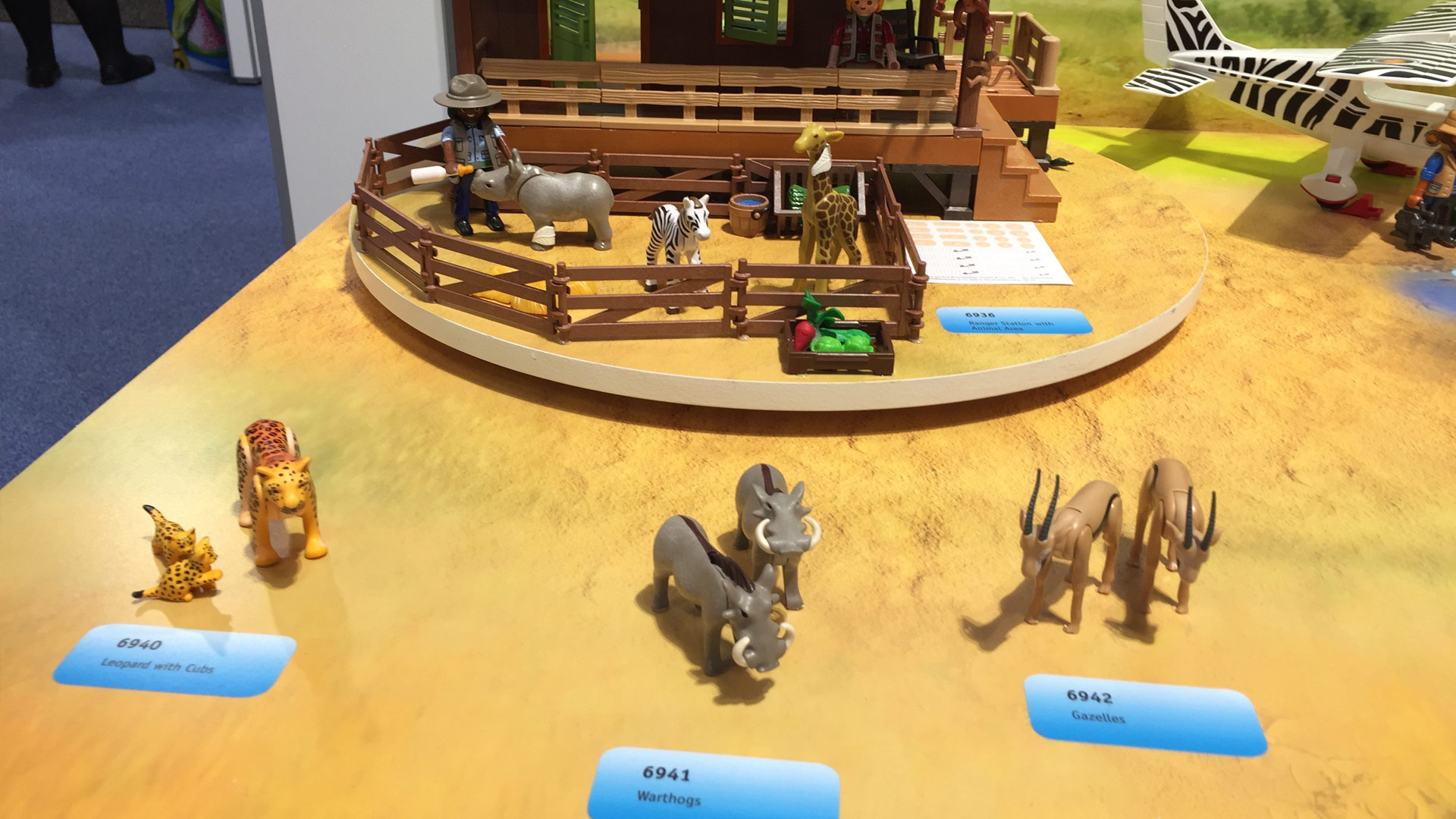 Playmobil Wildlife Sets 6940 Leopard with Cubs, 6941 Warthogs, 6942 Gazelles at Toy Fair 2017